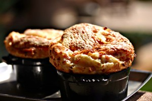 Ham_and_cheddar_popover