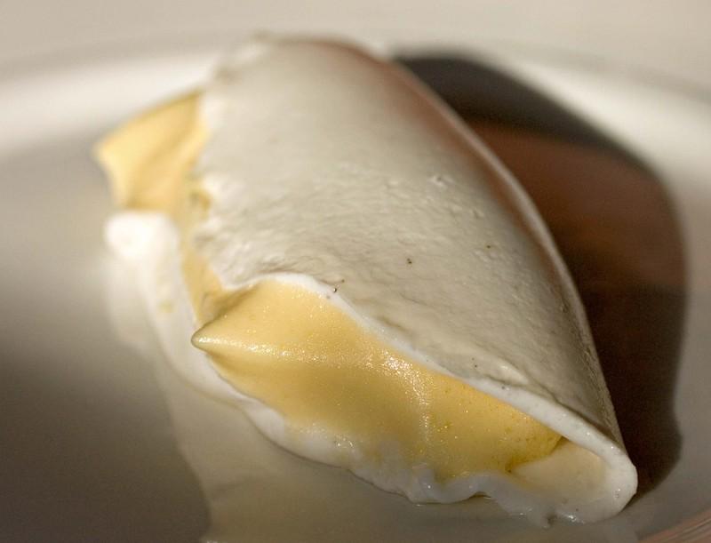 Yogurtcrepewhippedmango
